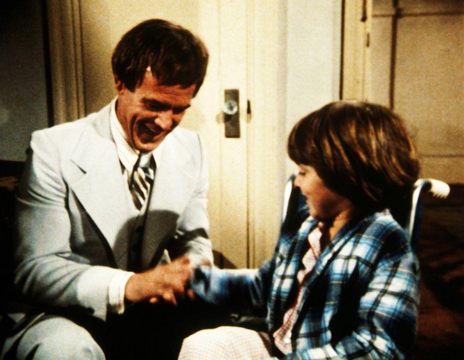 Zwischen Bobby und dem seelenlosen Eddie (Geoffrey Lewis, l.) entwickelt sich ganz langsam das zarte Pflänzchen der Freundschaft ... - Bildquelle: Worldvision Enterprises, Inc.
