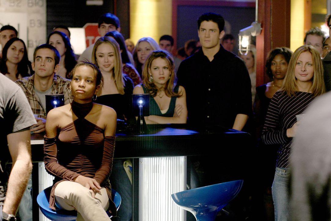 Der Wahlkampf von Brooke erreicht seinen Höhepunkt - sie versucht ihre Freunde wie Haley (Bethany Joy Galeotti, M.l.) und Nathan (James Lafferty, M... - Bildquelle: Warner Bros. Pictures