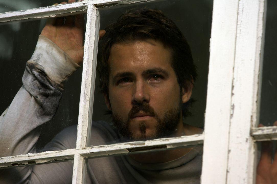 George Lutz (Ryan Reynolds) verändert sich zunehmend und verbringt ganze Tage und Nächte im Keller seines neuen Hauses. Dort entdeckt er schließl... - Bildquelle: Metro-Goldwyn-Mayer Studios Inc. All Rights Reserved.
