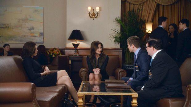 Wollen sich mit Rayna Hech (Jill Hennessey, 2.v.l.) gut stellen: Alicia (Juli...