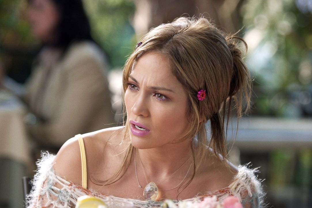 Charlie (Jennifer Lopez) lebt in den Tag hinein. Ihre Aushilfsjobs als Hundesitter, Modedesignerin und Bedienung beim Catering-Service ihrer Freundi... - Bildquelle: Warner Bros. Pictures