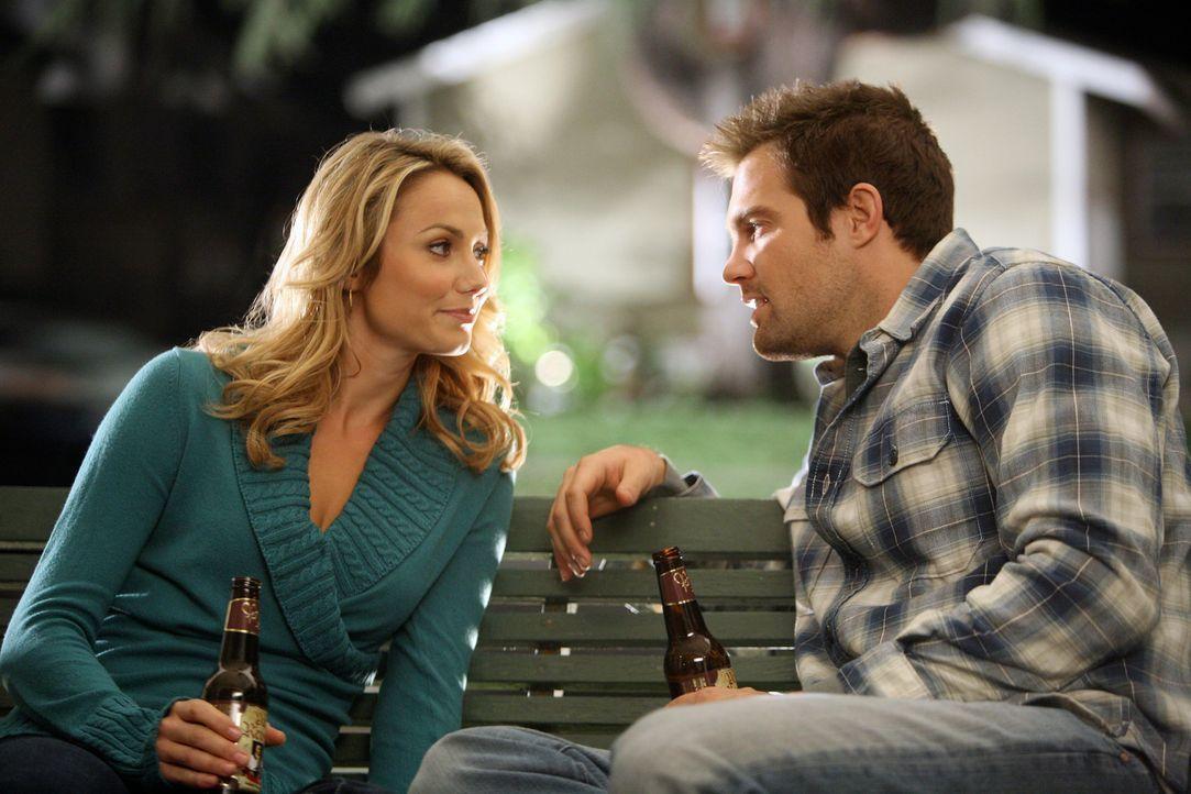 Lassen alte Zeiten wieder aufblühen: Rory (Stacy Keibler, l) und Eddie (Geoff Stults, r.)... - Bildquelle: ABC Studios
