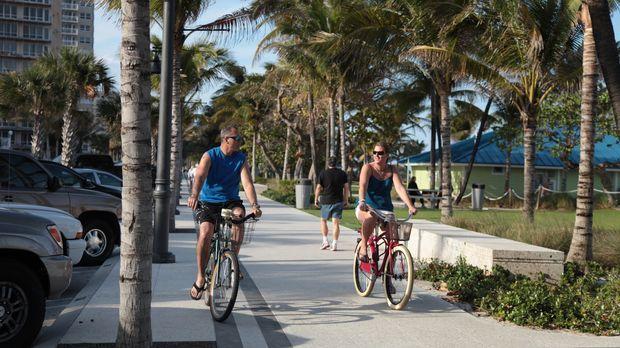 Finden Efrain (l.) und Amy (r.) die passende Immobilie in Fort Lauderdale? ©...