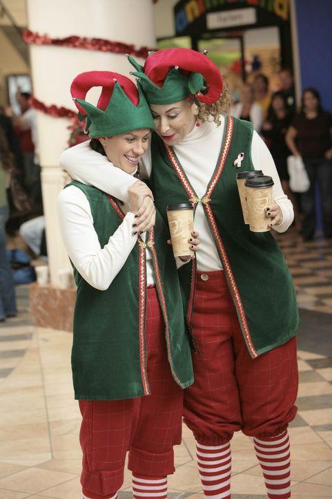 Sean ist auf dem absoluten Tiefpunkt. Vollkommen betrunken spielt er in einem Einkaufszentrum den Weihnachtsmann. Dabei stößt er die Kinder mit se... - Bildquelle: TM and   2004 Warner Bros. Entertainment Inc. All Rights Reserved.