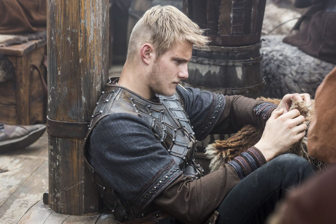 Wird er seinem Vater weiter treu zur Seite stehen? Bjorn (Alexander Ludwig) ... - Bildquelle: 2014 TM TELEVISION PRODUCTIONS LIMITED/T5 VIKINGS PRODUCTIONS INC. ALL RIGHTS RESERVED.