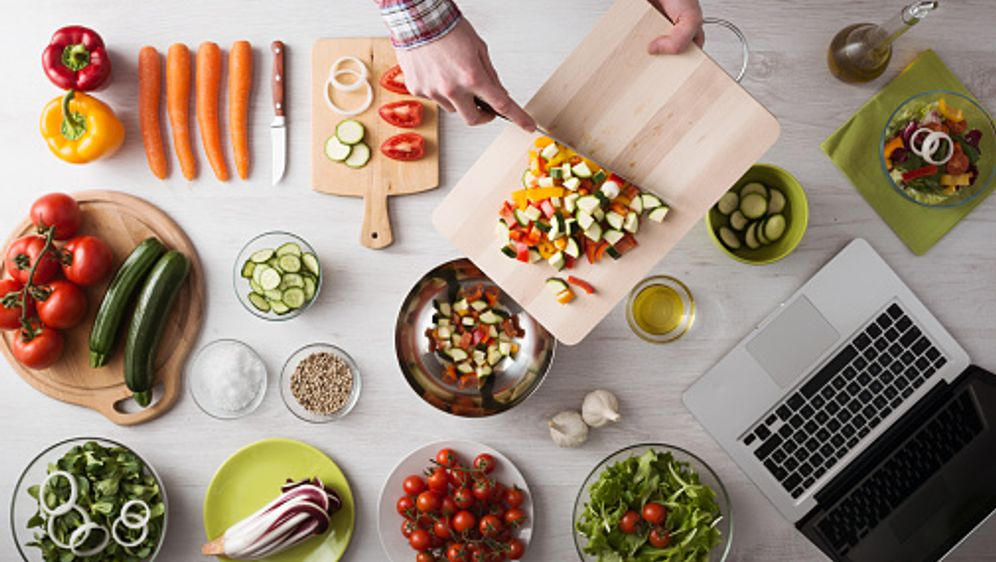 Thermomix Diät – so klappt´s mit der Küchenmaschine - Bildquelle: iStock
