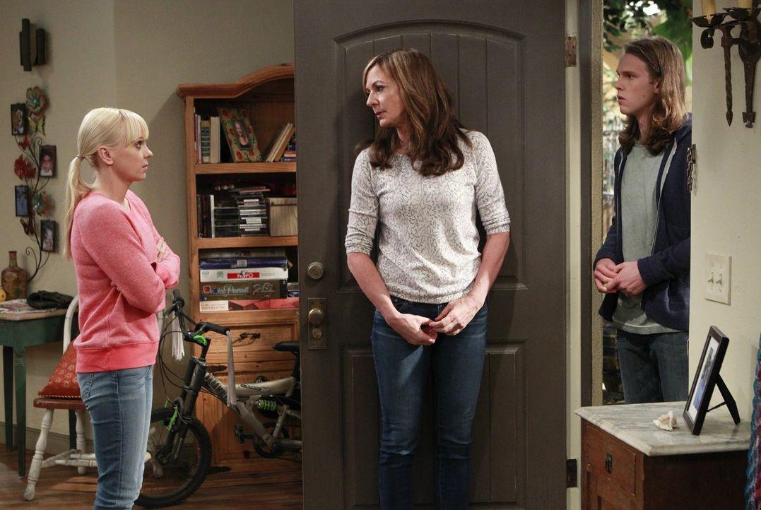 Als Christy (Anna Faris, l.) und Bonnie (Allison Janney, M.) von Luke (Spencer Davis, r.) erfahren, dass Violet fremdgeht, nehmen sie gemeinsam an e... - Bildquelle: Warner Bros. Television