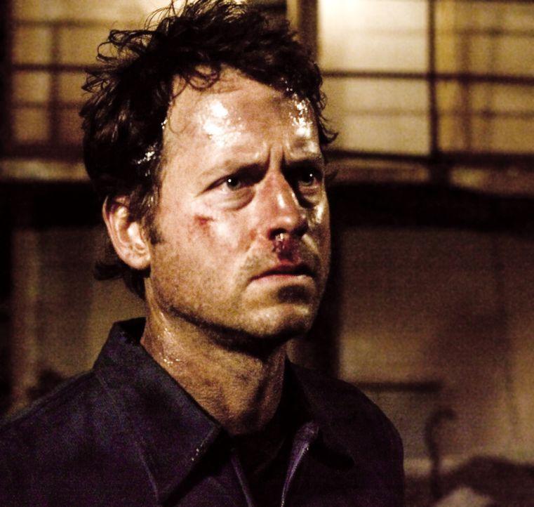 Fünf Männer (Greg Kinnear) erwachen in einem heruntergekommenen, hermetisch abgeriegelten Lagerhaus in der Wüste und können sich weder erinnern... - Bildquelle: 2002-2007 ASCOT ELITE Home Entertainment GmbH. Alle Rechte vorbehalten.