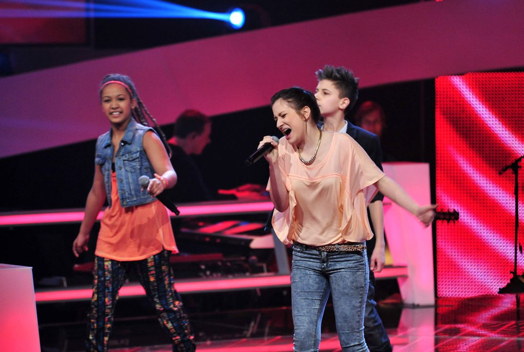 The-Voice-Kids-Stf02-Epi06-Naomi-Selma-Lukas-87-SAT1-Andre-Kowalski - Bildquelle: SAT.1/Andre Kowalski