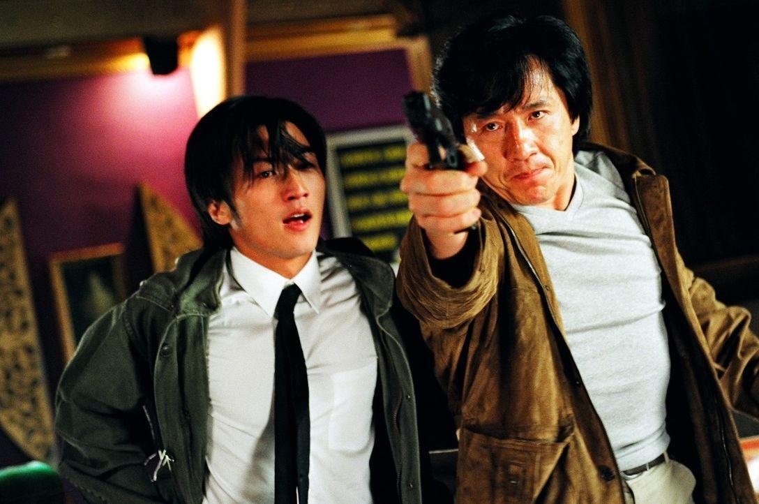 Wollen eine skrupellose Bande jugendlicher Gangster, die es auf alle Cops der Stadt abgesehen haben, dingfest machen: Frank (Nicholas Tse, l.) und W... - Bildquelle: E.M.S.