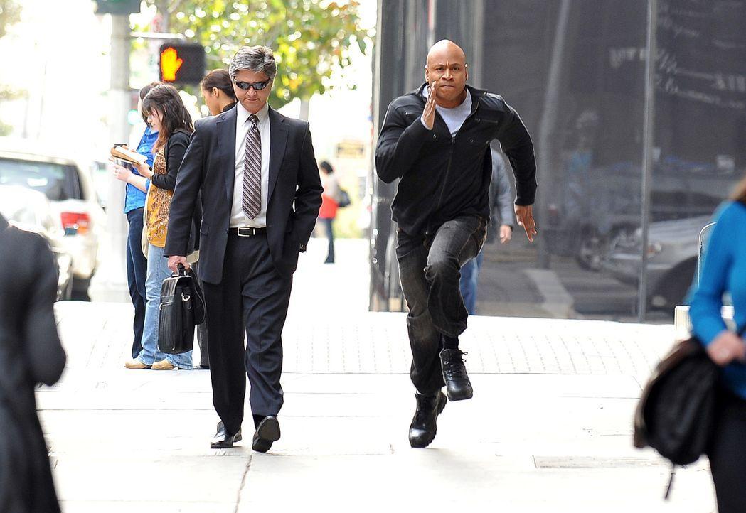 Ein neuer Fall beschäftigt Special Agent Sam Hanna (LL Cool J, r.) und sein Team ... - Bildquelle: CBS Studios Inc. All Rights Reserved.