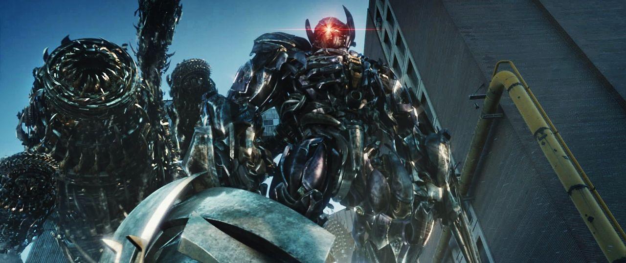 Der neue Anführer der Decepticons, der einäugige Roboter Shockwave, bläst zur alles entscheidenden Schlacht ... - Bildquelle: 2010 Paramount Pictures Corporation.  All Rights Reserved.