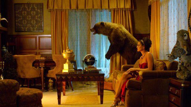 Die vermögende Desiree Cartier (Taylor Cole) ist nicht nur für ihren Reichtum...