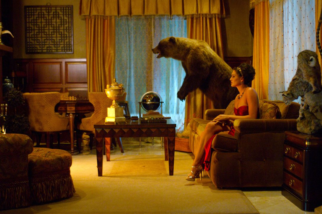 Die vermögende Desiree Cartier (Taylor Cole) ist nicht nur für ihren Reichtum, sondern auch für ihre äußerst bizarren Aprilscherze bekannt ... - Bildquelle: 2008 360 Pictures LLC. All Rights Reserved.