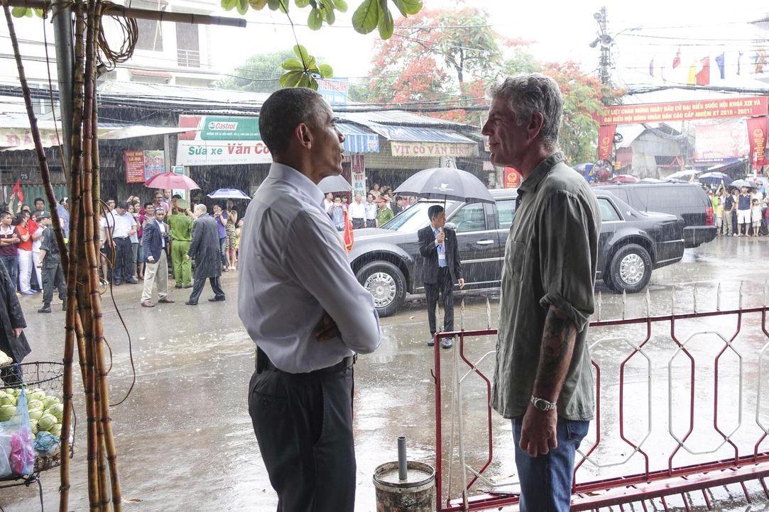 Heute hat Antony das Vergüngen, seine Eindrücke mit einem ganz besonderen Gast zu teilen - Barack Obama. Die beiden lassen sich das für Hanoi typisc... - Bildquelle: 2016 Cable News Network, Inc. A TimeWarner Company All rights reserved