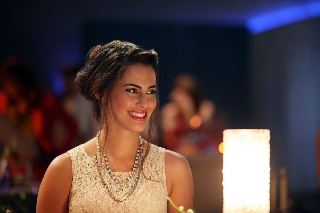 Adrianna (Jessica Lowndes) bittet Austin, wieder ihr Manager zu sein ... - Bildquelle: 2012 The CW Network. All Rights Reserved.