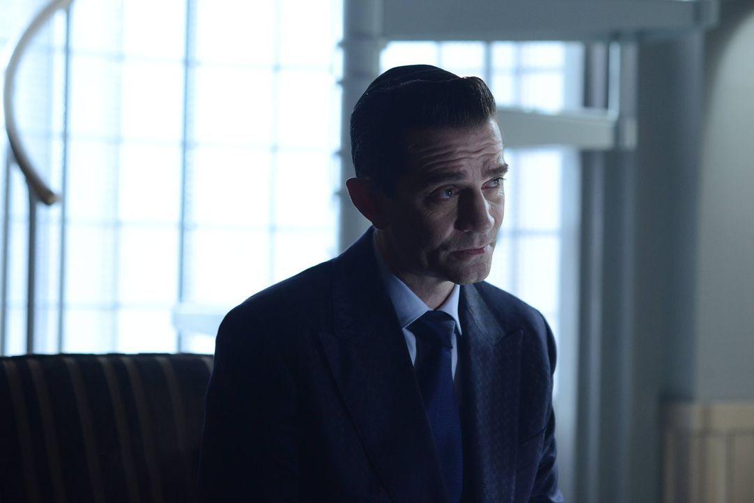 Gibt sich als guter Mensch aus, doch insgeheim geht Theo Galavan (James Frain) weiter seinen grausamen Plänen nach. Können Gordon und sein Team ihn... - Bildquelle: Warner Brothers