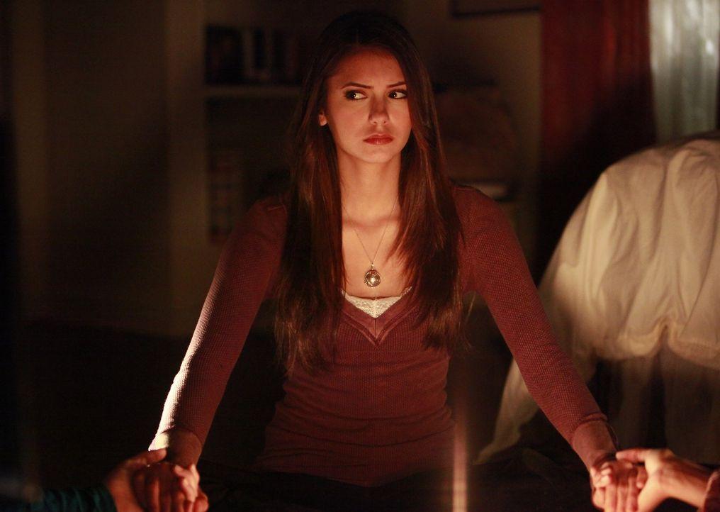 Werden sie wirklich Kontakt zu Emily aufnehmen können? Elena (Nina Dobrev) steht der Sache noch sehr skeptisch gegenüber ... - Bildquelle: Warner Brothers
