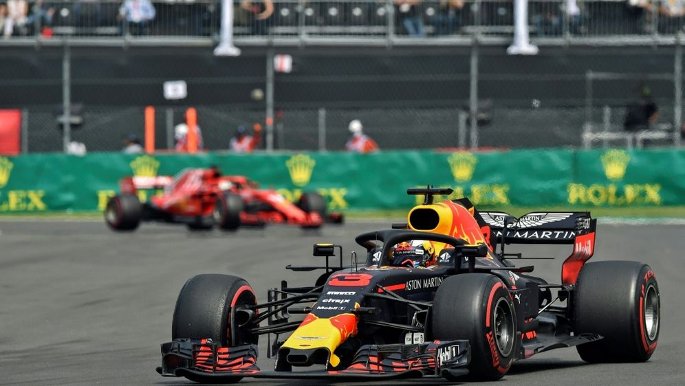 Daniel Ricciardo wird um fünf Startplätze zurückversetzt - Bildquelle: AFPSIDRODRIGO ARANGUA