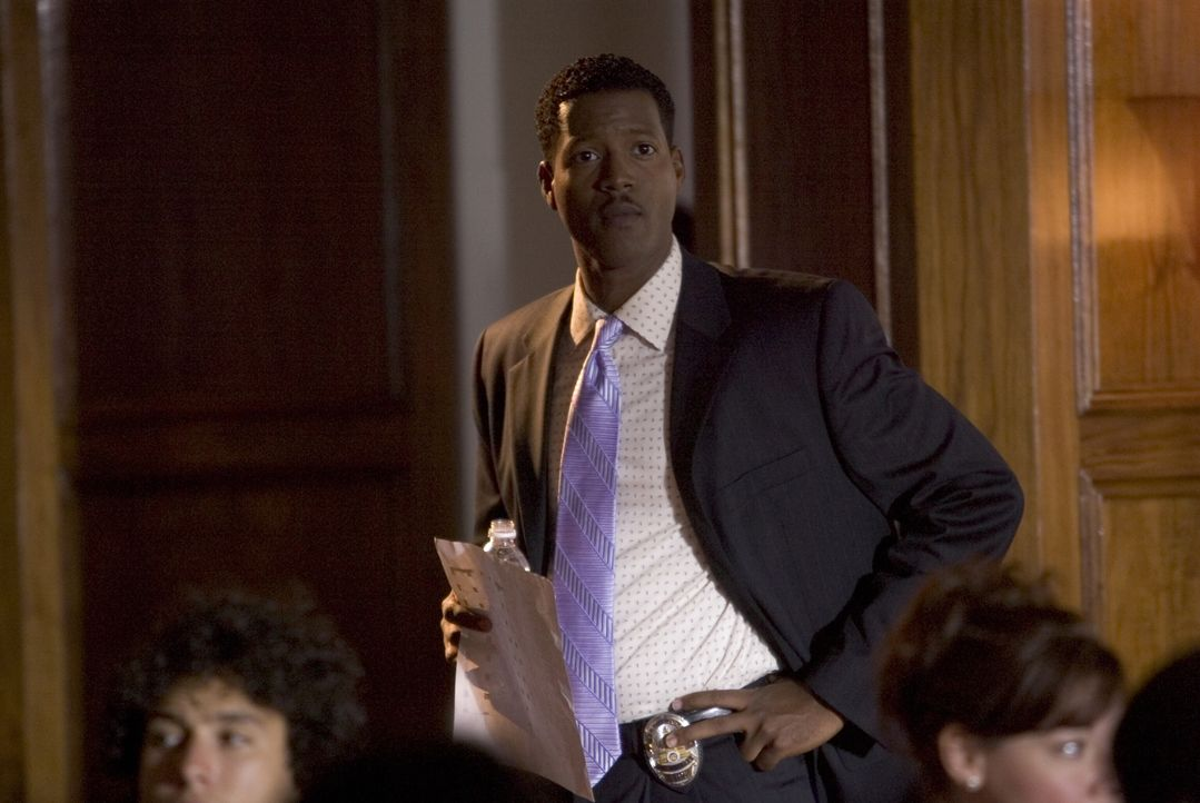 Gemeinsam mit Brenda versucht Sgt. Gabriel (Cory Reynolds) Carlas Mörder zu finden, bevor er wieder zuschlagen kann ... - Bildquelle: Warner Brothers Inc.