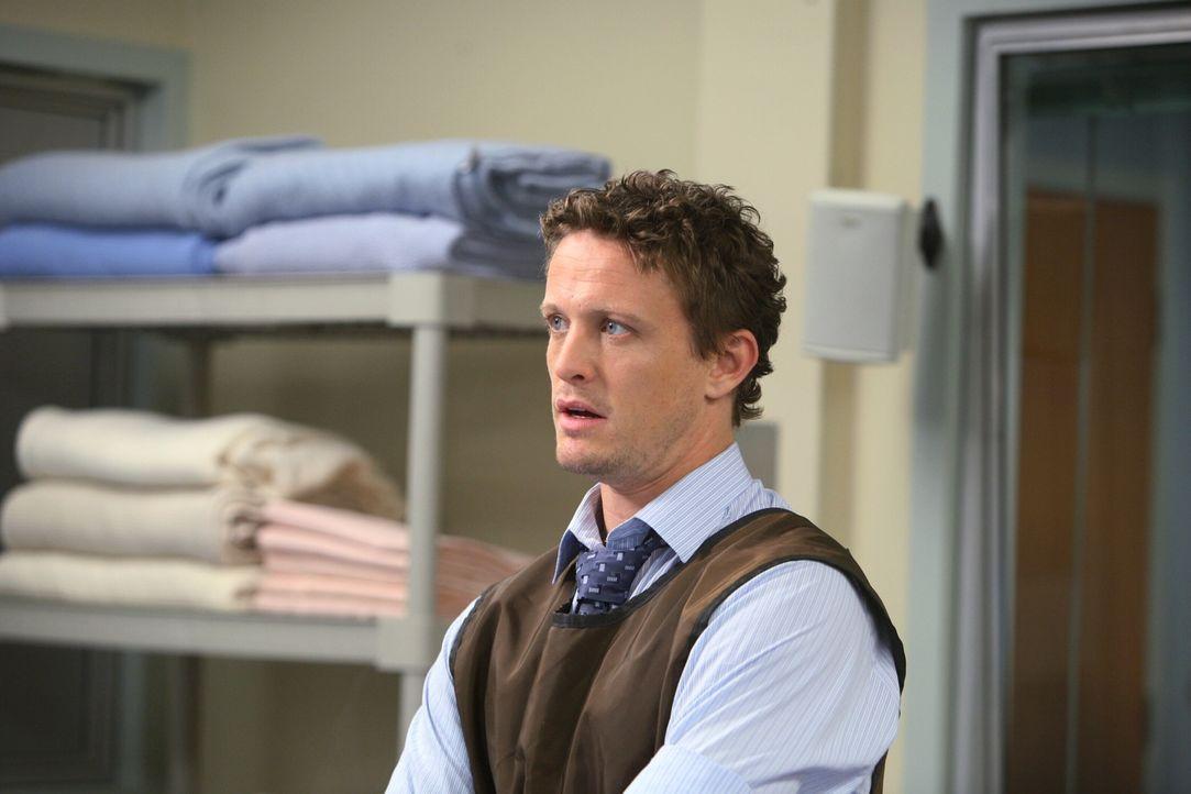 Dr. Brenner (David Lyons) fühlt sich momentan nicht wohl in der Umgebung des Krankenhauses, denn seine große Liebe ist kurz davor, das Krankenhaus... - Bildquelle: Warner Bros. Television