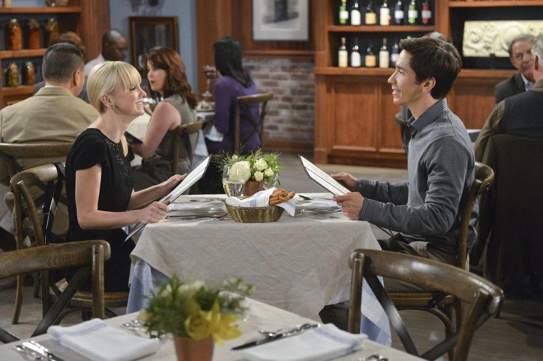 Das erste Date von Christy (Anna Faris, l.) und Adam (Justin Long, r.) gestaltet sich ein wenig schwerfällig ... - Bildquelle: Warner Brothers Entertainment Inc.
