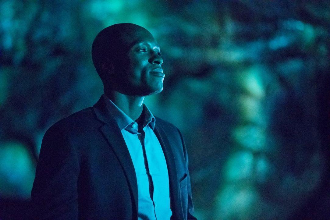 Cade (Wolé Parks) stellt Damon vor eine unmögliche Entscheidung, nachdem Stefan versucht hat, den Teufel zu töten und ist mehr als überrascht über s... - Bildquelle: Warner Bros. Entertainment, Inc.