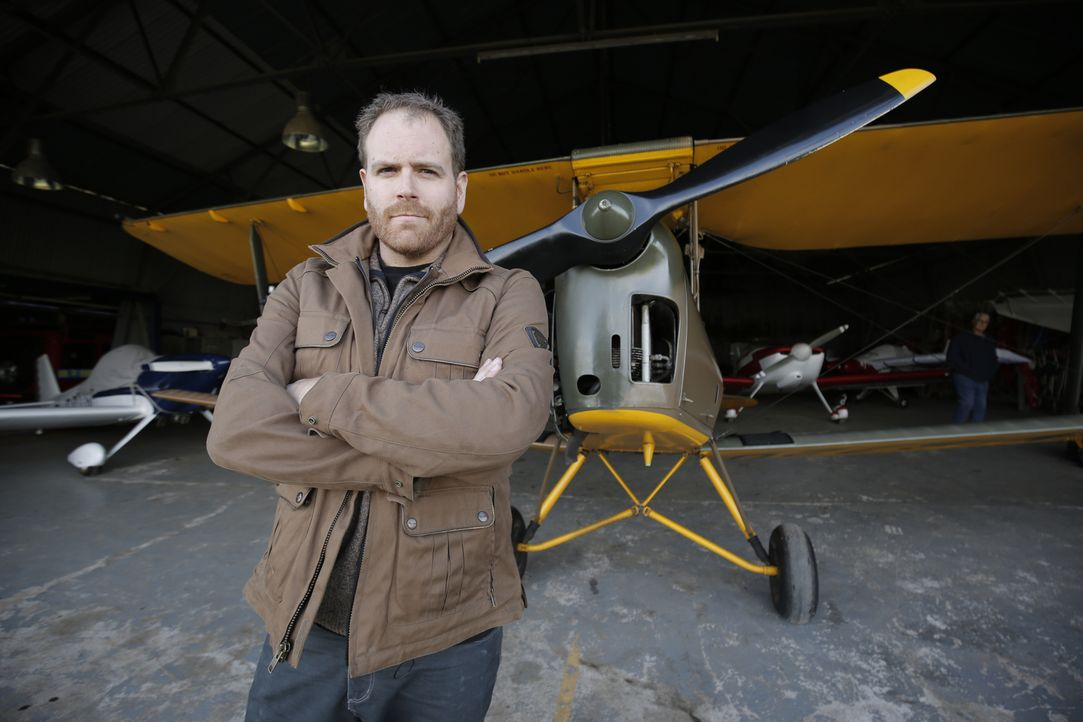 Josh Gates steht vor einer neuen Herausforderung: Er will dem Mythos Robin Hood auf den Grund gehen. Während seiner Reise durch England darf er nebe... - Bildquelle: 2015,The Travel Channel, L.L.C. All Rights Reserved
