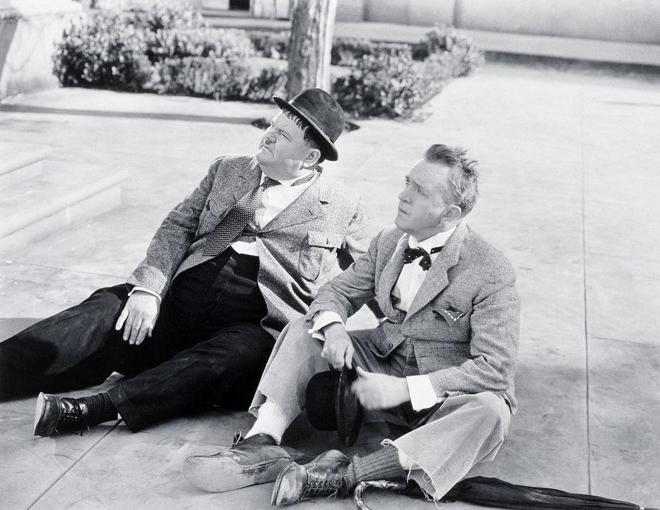 Ollie (Oliver Hardy, l.); Stan (Stan Laurel, r.) - Bildquelle: 1942 Twentieth Century Fox Film Corporation.