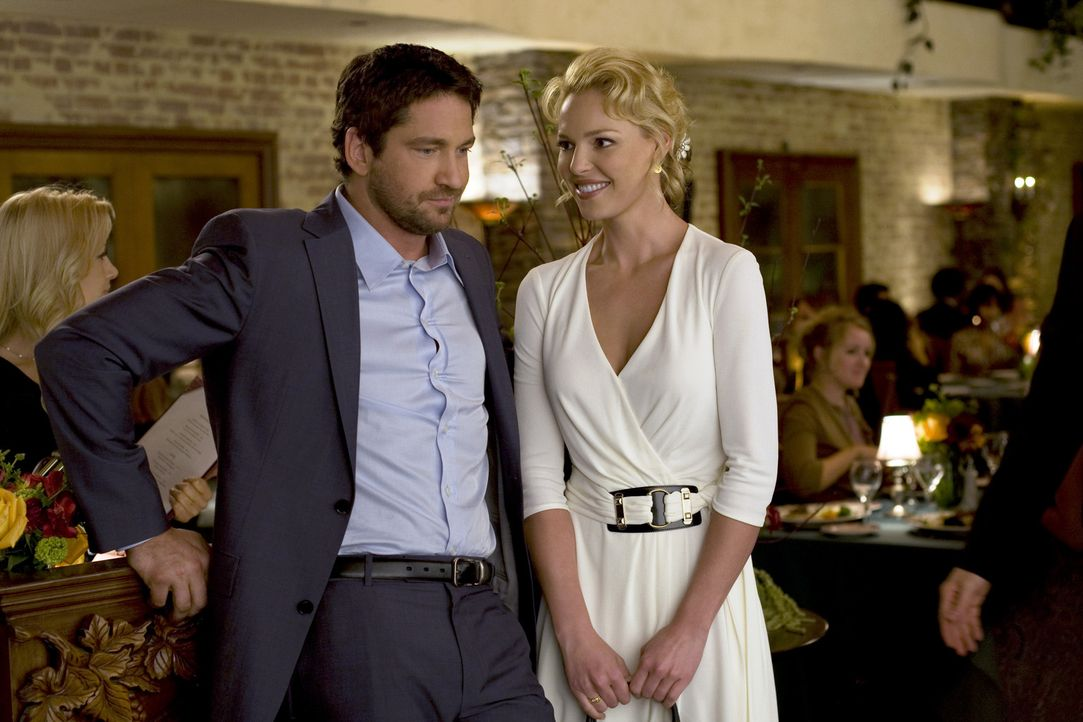 Kampf der Geschlechter: Abby (Katherine Heigl, r.) und Mike (Gerard Butler, l.) ... - Bildquelle: 2009 Columbia Pictures Industries, Inc. and Beverly Blvd LLC. All Rights Reserved.