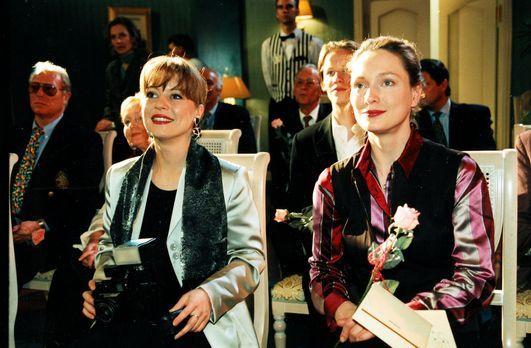 Park Hotel Stern - Die Klatschreporterin Cora (Therese Lohner, l.) und Rezept...