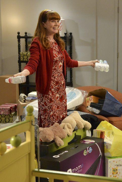 Mrs. Kepner (Connie Ray) zeigt stolz den Großeinkauf für ihr ungeborenes Enkelkind. Ob sie April mit ihrer Euphorie anstecken kann? - Bildquelle: ABC Studios