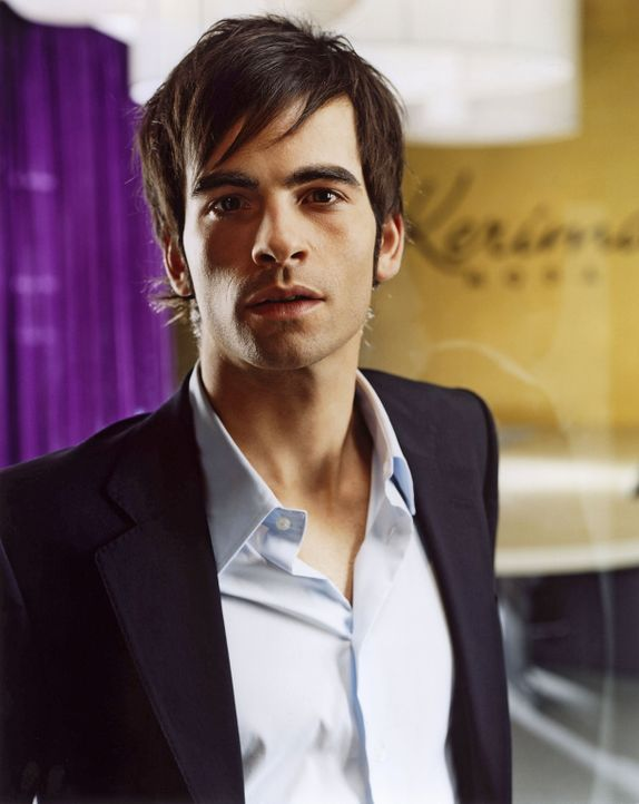 David Seidel (Mathis Künzler) ist der gut aussehende Junior-Chef der Berliner Modefirma und im internationalen Jet-Set zu Hause. Er liebt das Leben... - Bildquelle: Wolfgang Wilde SAT.1