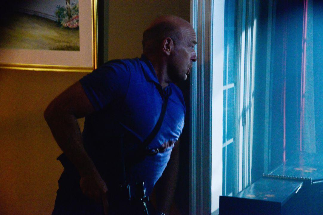 Big Jim (Dean Norris), Norrie und Hunter sitzen in der Falle. Kann ein unerwarteter Besucher sie retten? - Bildquelle: Brownie Harris 2015 CBS Studios Inc.