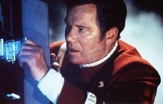 Star Trek VII - Treffen der Generationen - Captain Kirk (William Shatner) ris...