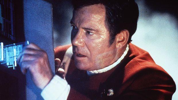 Captain Kirk (William Shatner) riskiert wieder einmal Kopf und Kragen ... © P...