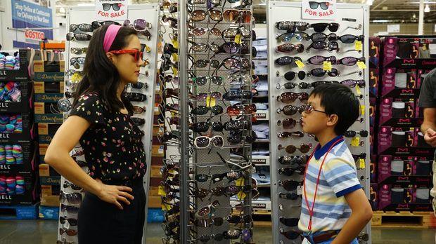Jessica (Constance Wu, l.) ist enttäuscht darüber, als Evan (Ian Chen, r.) li...