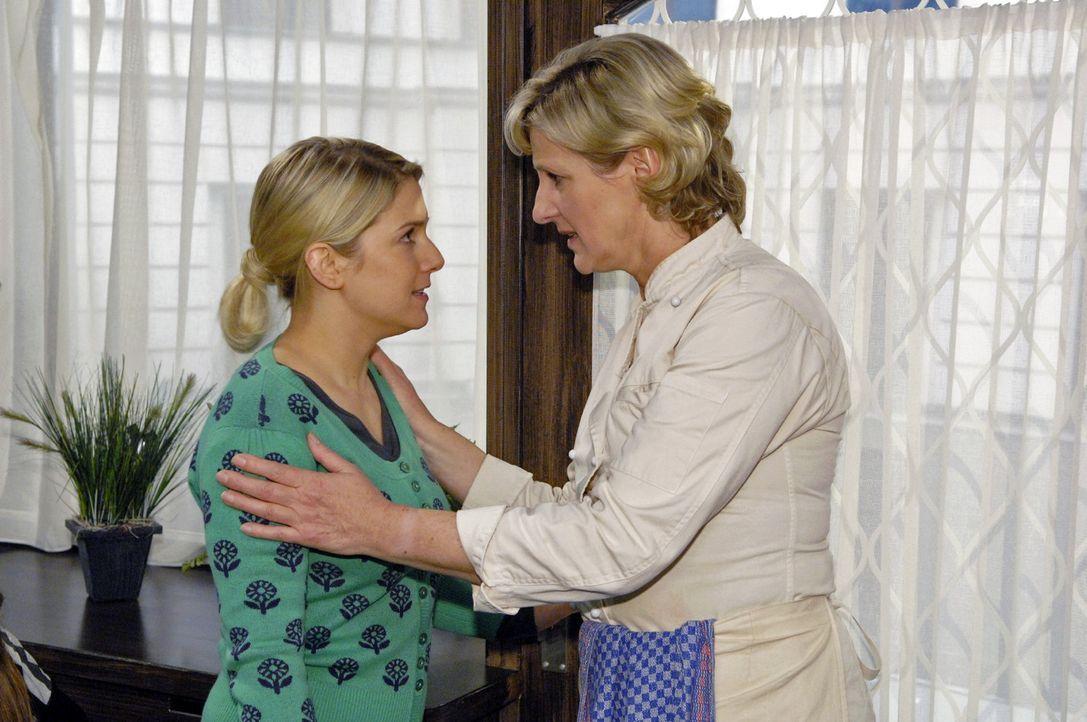 Susanne (Heike Jonca, r.) versucht vergeblich die verzweifelte Anna (Jeanette Biedermann, l.) zu beruhigen ... - Bildquelle: Sat.1