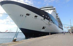 kreuzfahrtschiff-hafen