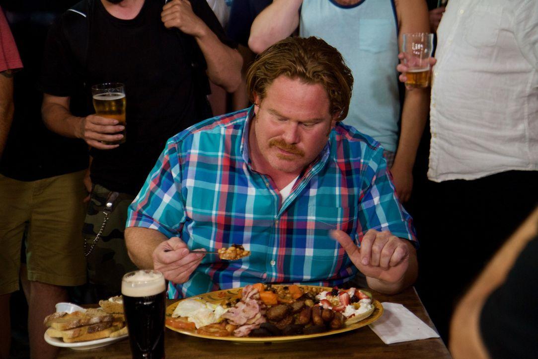 """Heute ist Casey Webb in Boston, um an der """"Guinness Breakfast Challenge"""" teilzunehmen. Ob er sich da mal nicht zu viel vorgenommen hat ... - Bildquelle: 2017,The Travel Channel, L.L.C. All Rights Reserved."""