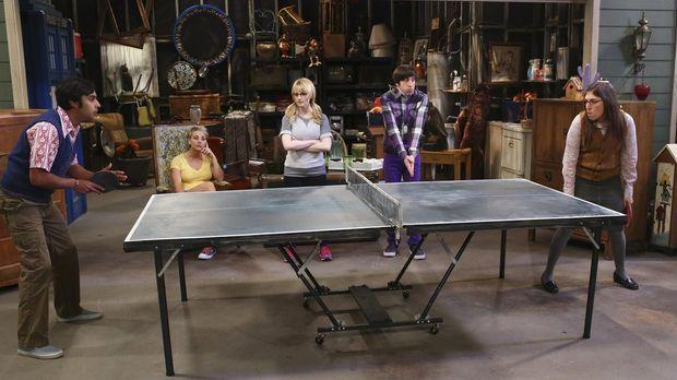 Während Leonard und Sheldon zu einem Vortrag nach Berkeley unterwegs sind, ar...