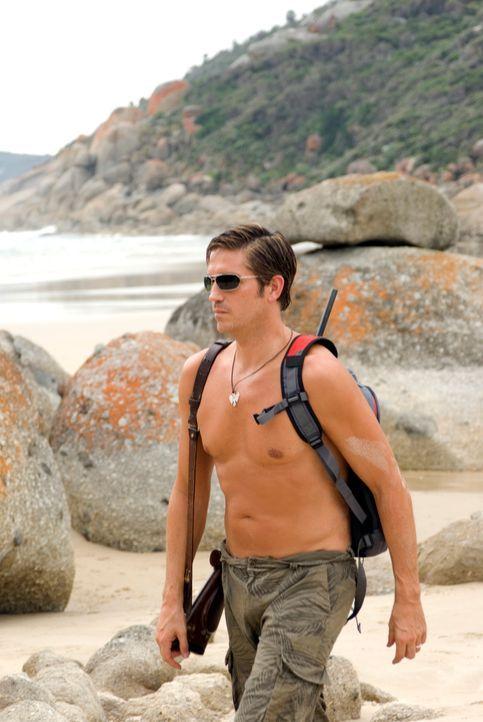 Kaum in der australischen Wildnis angekommen, geht Peter (James Caviezel) auch schon frevelhaft mit der unberührten Natur um. Diese rächt sich dafür... - Bildquelle: Arclight Films