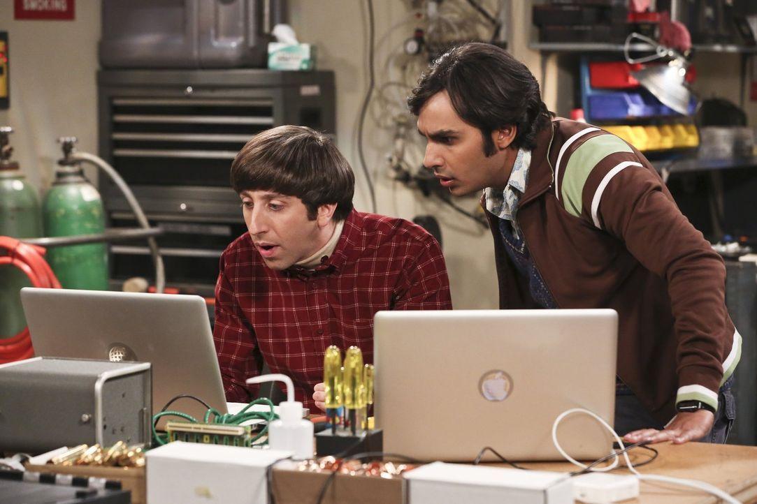 Howard (Simon Helberg, l.) und Raj (Kunal Nayyar, r.) freuen sich riesig, dass ihre neue Erfindung funktioniert. Da erhalten sie plötzlich eine merk... - Bildquelle: 2016 Warner Brothers