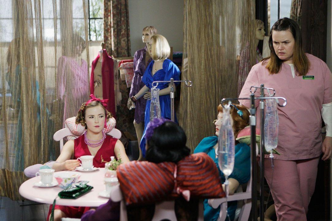 Die psychisch gestörte Samantha Malcolm (Jennifer Hasty, r.) hält sich Frauen als Puppen. Für sie sind die Frauen, die sie entführt und durch Drogen... - Bildquelle: Touchstone Television
