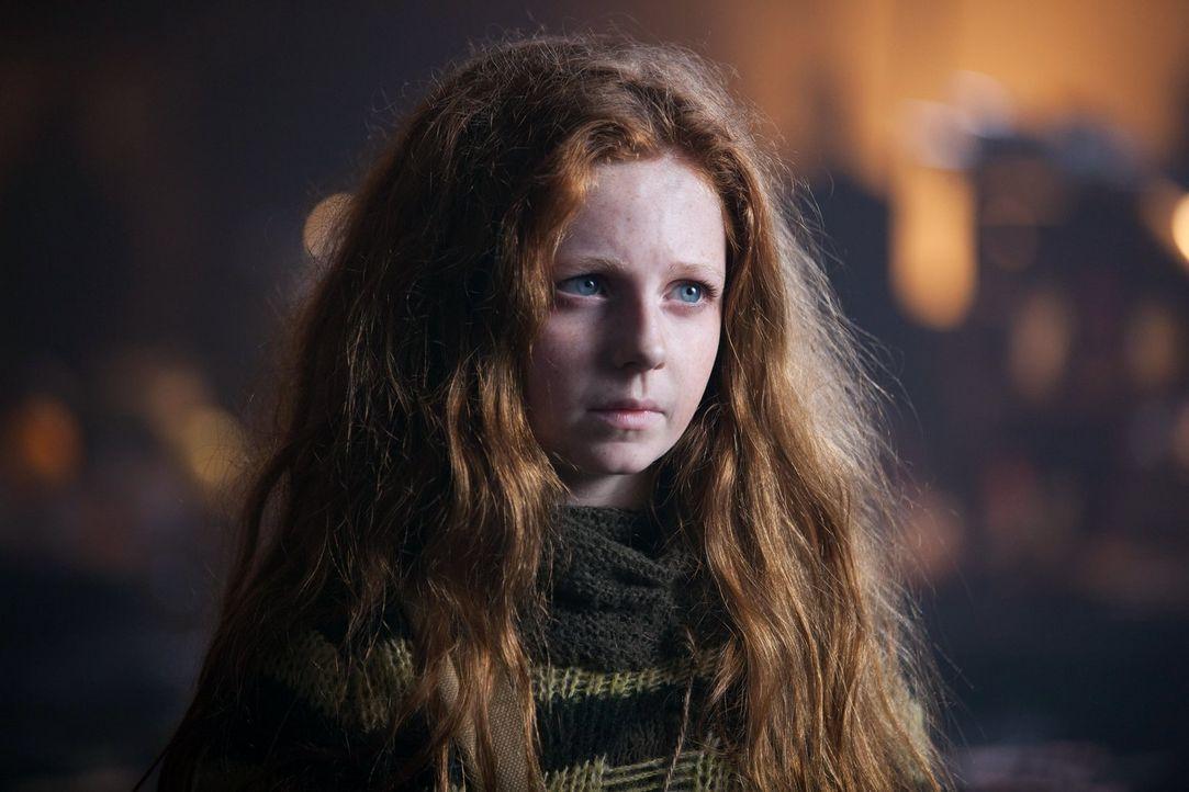 Auf der Flucht vor den Auftragskiller trifft Bruce auf Ivy Pepper (Clare Foley) ... - Bildquelle: Warner Bros. Entertainment, Inc.