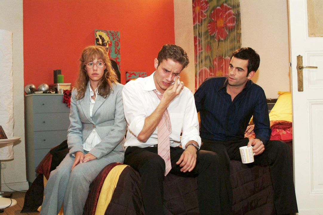 Lisa (Alexandra Neldel, l.) und David (Mathis Künzler, r.) sind gerührt, als Max (Alexander Sternberg, M.) gesteht, wie sehr er doch Yvonne liebt. (... - Bildquelle: Monika Schürle Sat.1
