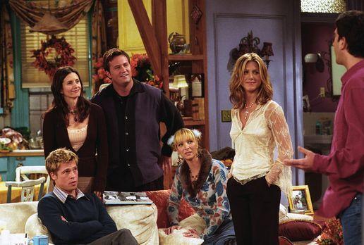 Friends - Ross (David Schwimmer, r.) beichtet (v.l.n.r.) Will (Brad Pitt), Mo...