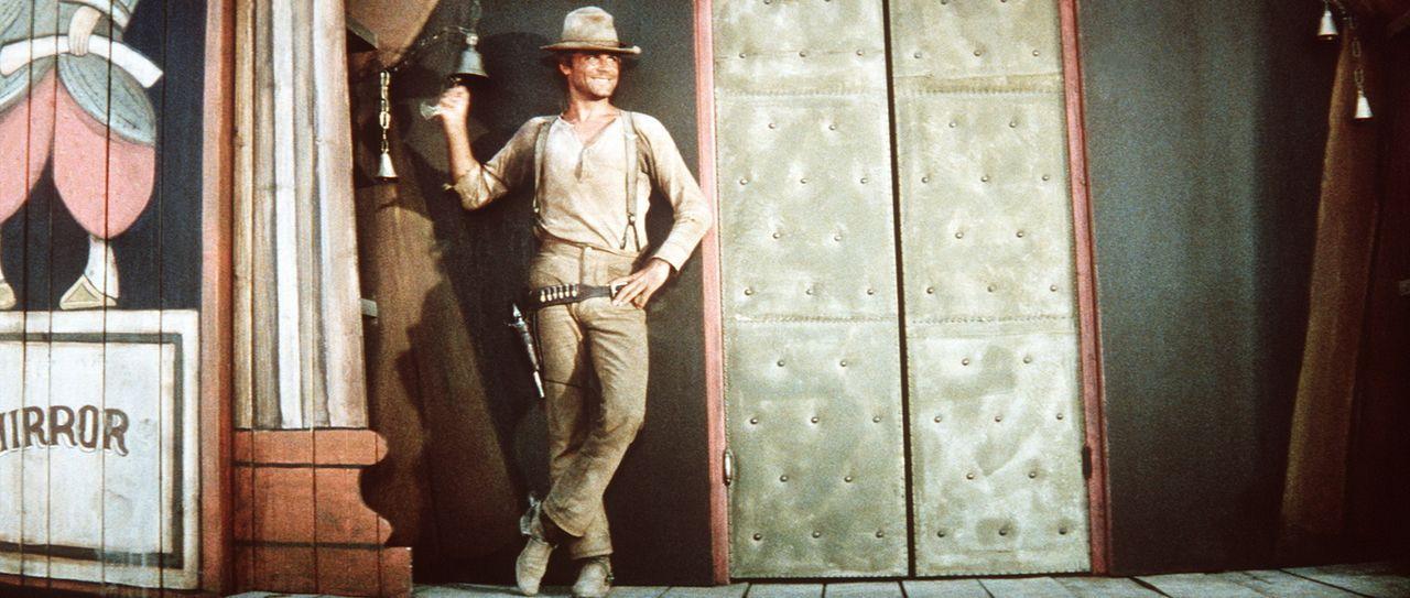 Der noch unbekannte Revolverheld Nobody (Terence Hill) setzt alles daran, dass auch sein Name endlich in aller Munde ist ... - Bildquelle: Universal Pictures