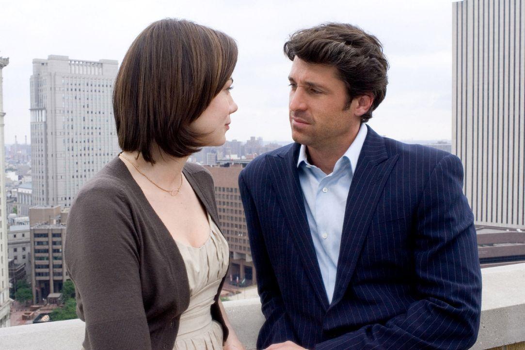Erst nach der Bekanntgabe ihrer Verlobung kommen Tom (Patrick Dempsey, r.) Zweifel, ob Hannah (Michelle Monaghan, l.) wirklich nur eine alte Freundi... - Bildquelle: 2008 Columbia Pictures Industries, Inc. and Beverly Blvd LLC. All Rights Reserved.