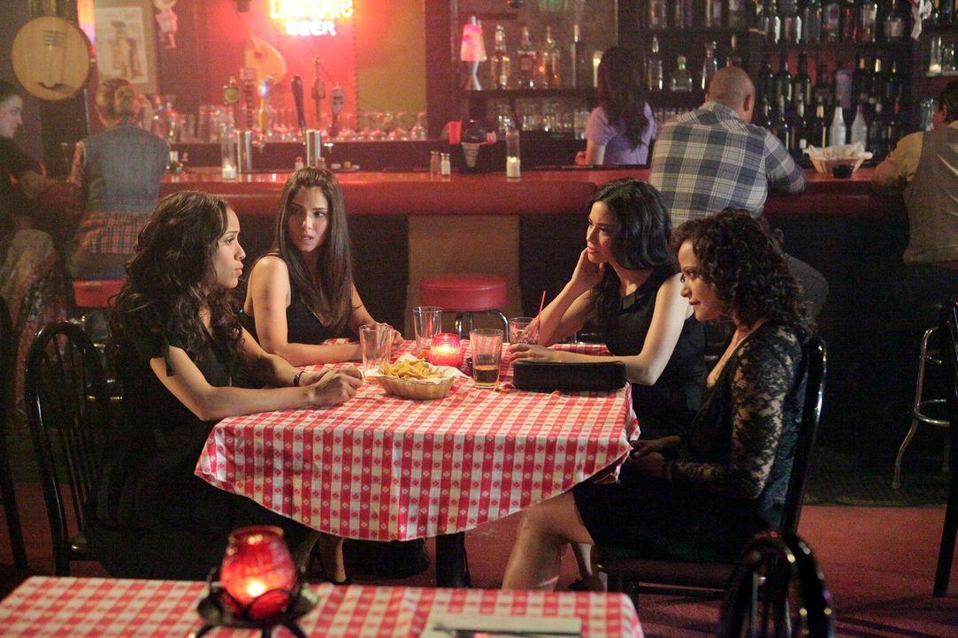 Wollen die Wahrheit über den Tod ihrer Freundin herausfinden: Rosie (Dania Ramirez, l.), Carmen (Roselyn Sanchez, 2.v.l.), Zoila (Judy Reyes, r.) un... - Bildquelle: ABC Studios